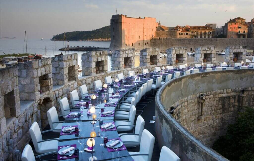 ресторан на стене Дубровник