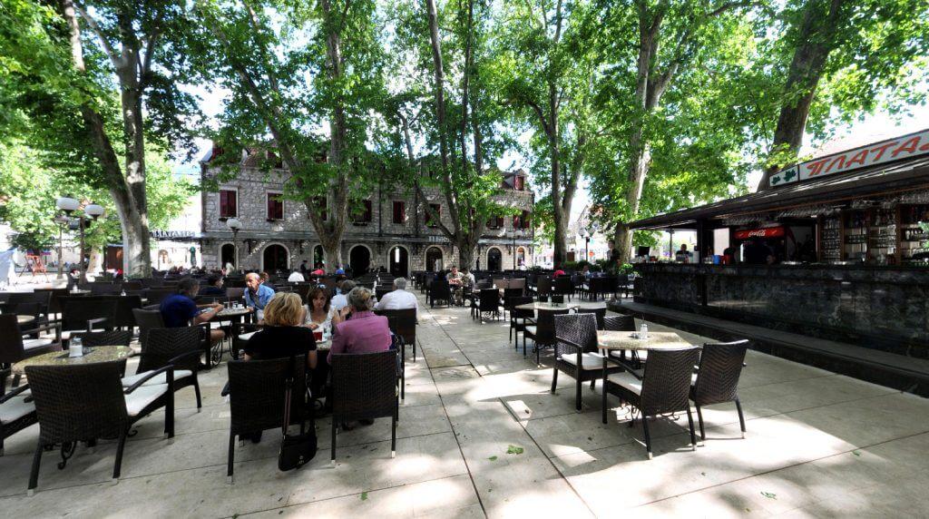Культовое кафе «Платаны» в Требине