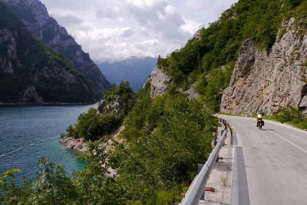 Дорога из города Никшич Черногория