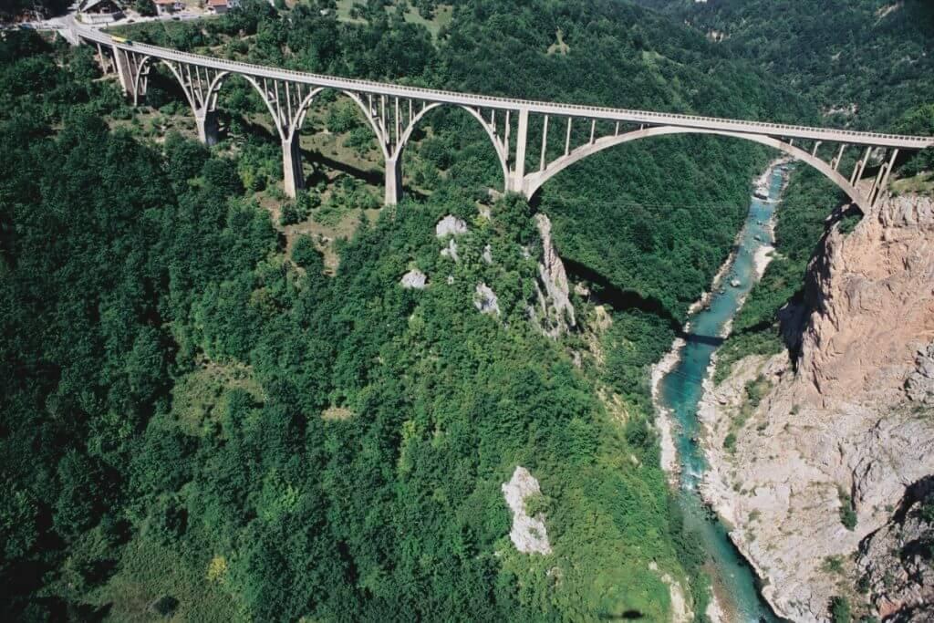 горный хребет Бьеласица у моста