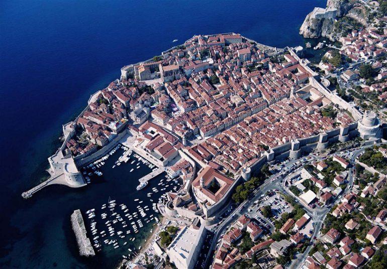 Будву и Дубровник связали морским путем