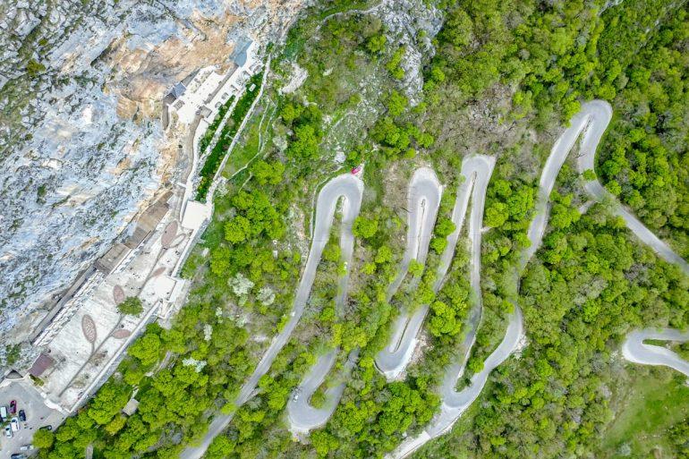 горные серпантины Черногории