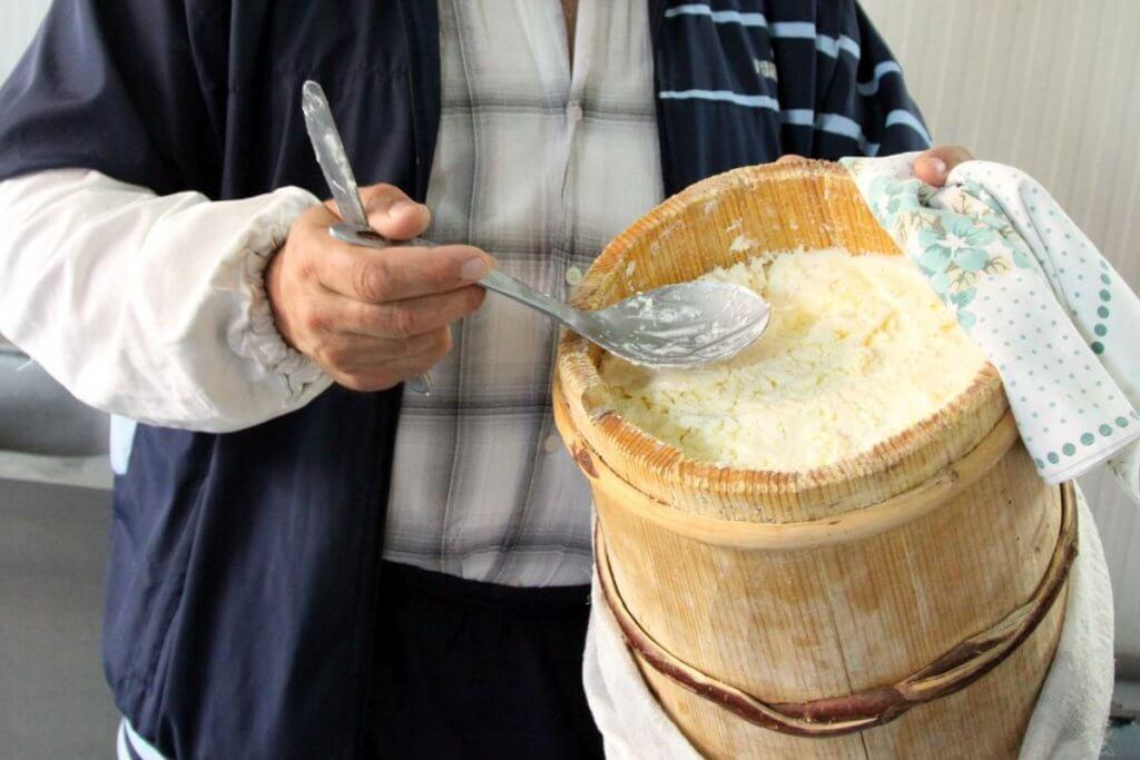 Домашний сыр каймак Черногория