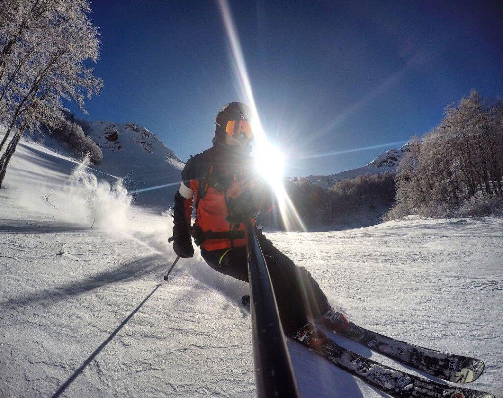 туристы лыжники в Колашине Черногория