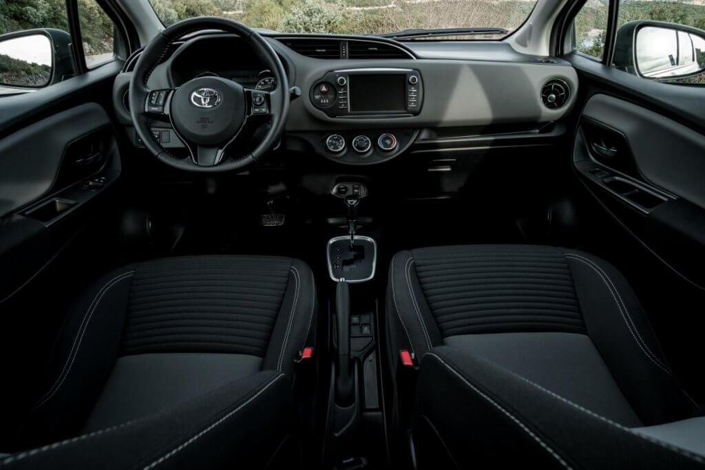 Toyota Yaris — хит аренды автомобилей в «Сел и Поехал»
