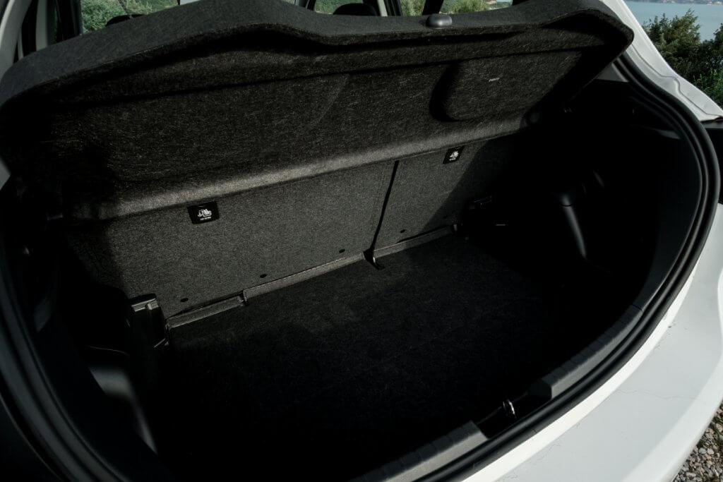багажник в Toyota Yaris