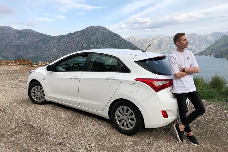 """аренда Toyota Yaris в """"Сел и поехал"""""""