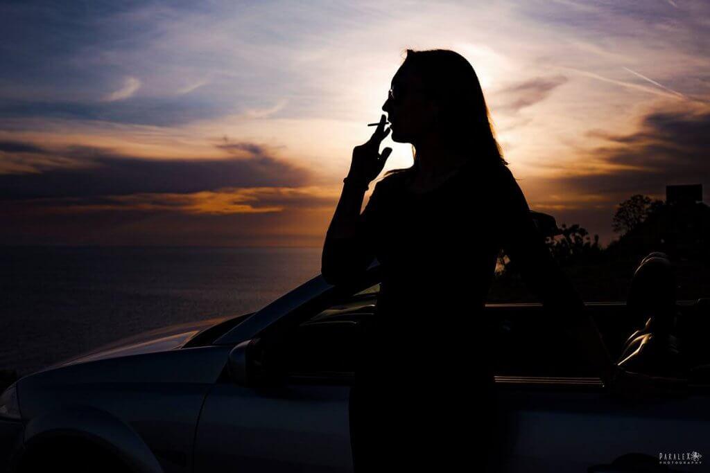 девушка с сигаретой Черногория