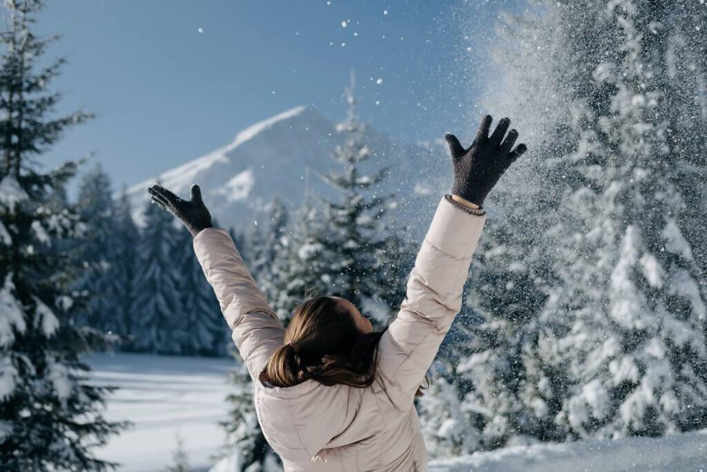 девушки в Черногории зимой