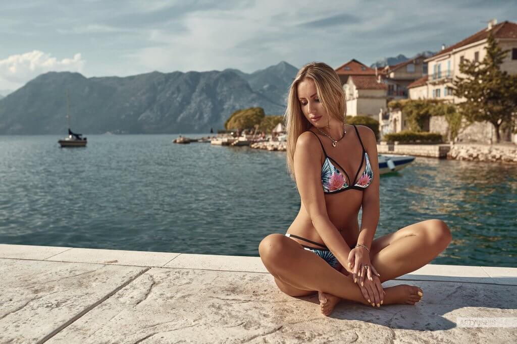 девушки в купальниках Тиват