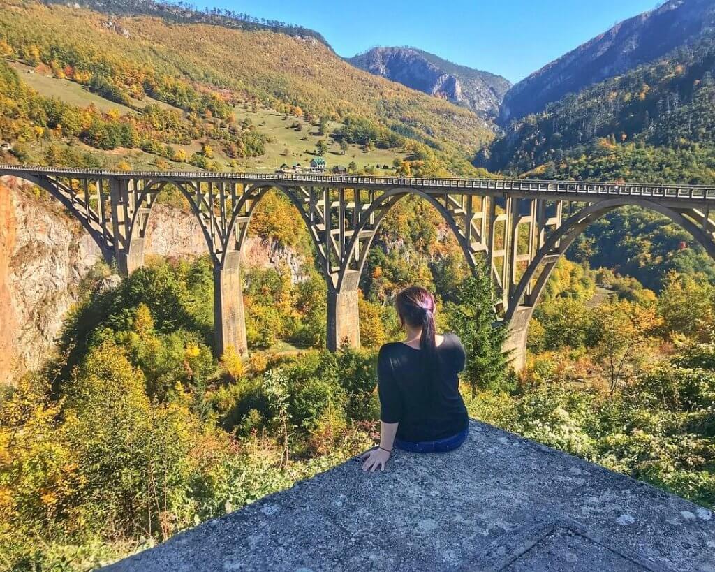 вид на мост Джурджевича над рекой Тара