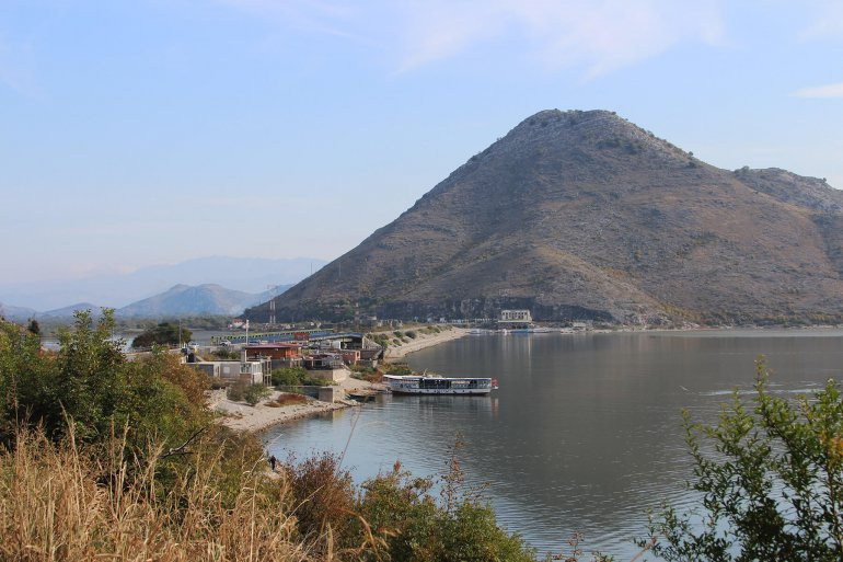 Крепость Бесац уСкадарского озера