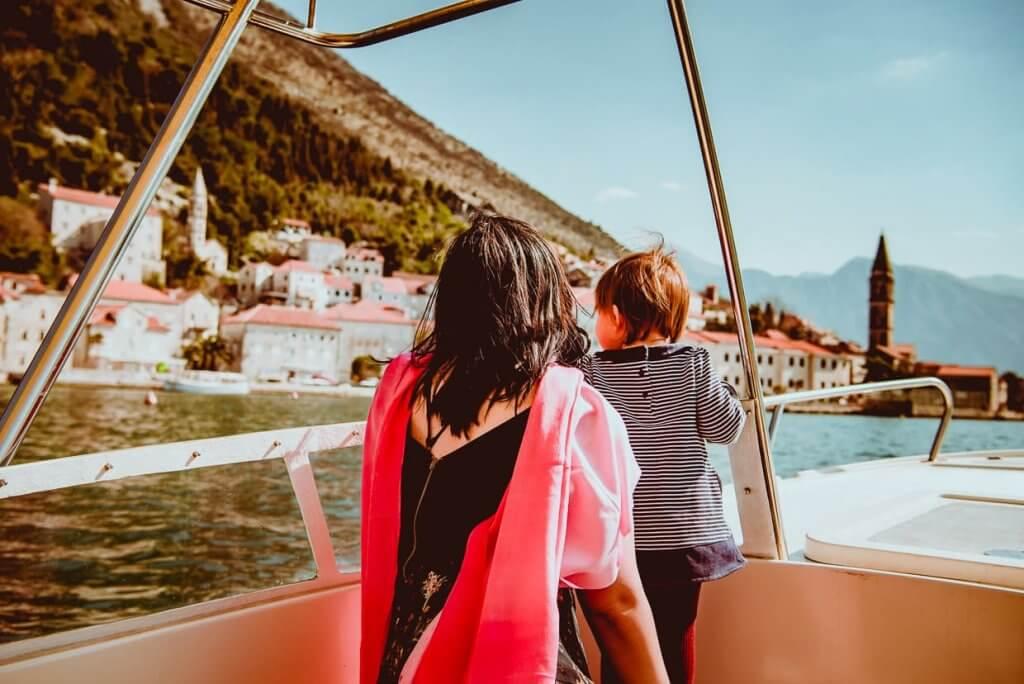 поездка на катере с ребёнком Черногория