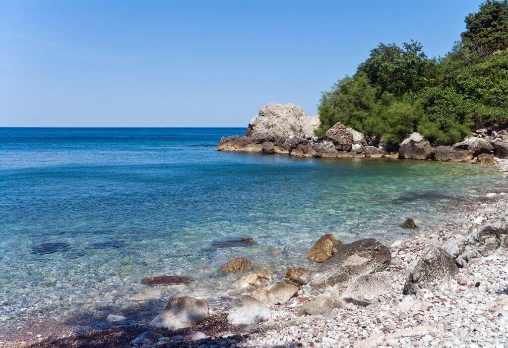 мелкогалечные пляжи Черногория
