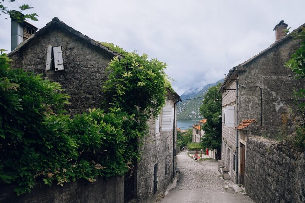 живописные улицы Черногории