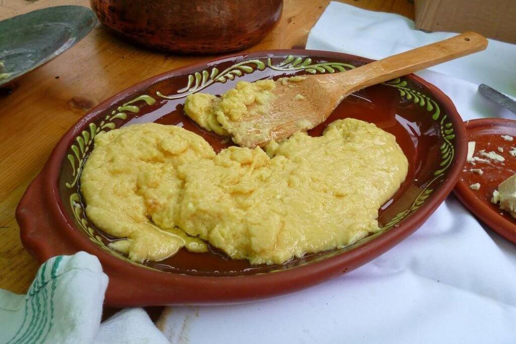 Цицвара или готовац Черногория