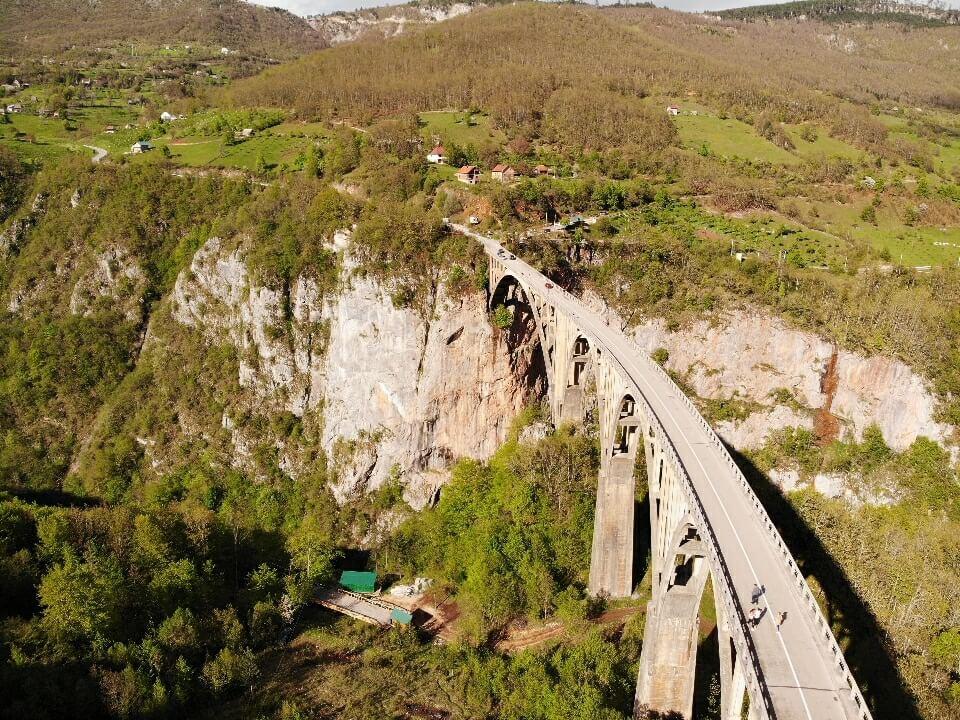 мост в Черногории фото с квадрокоптера