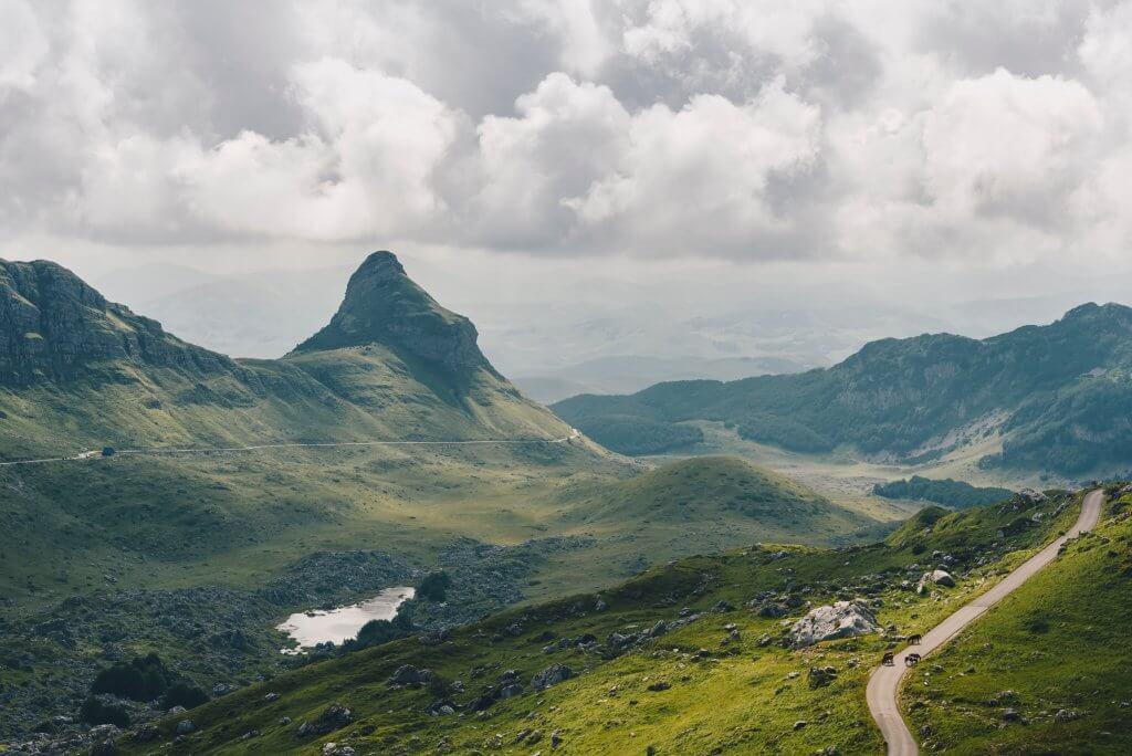 горные серпантины Черногория