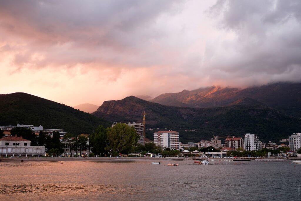 вид с моря закат Черногория