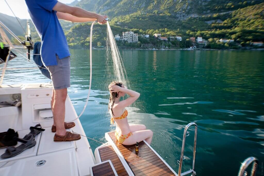 купания с яхты Котор