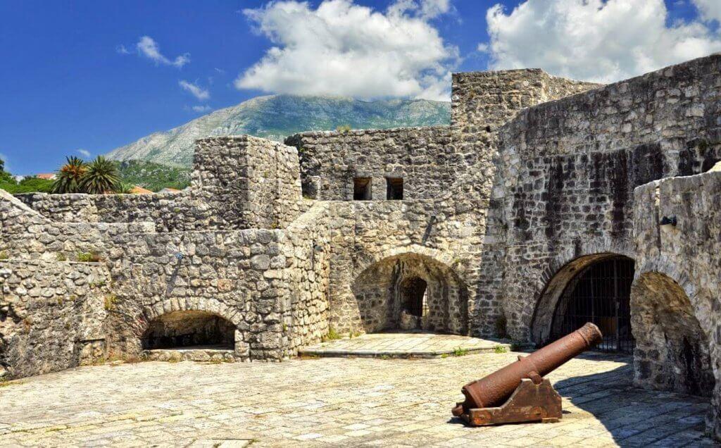 кровавый замок Черногория