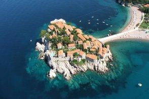 Свети-Стефан вошел в число 30 лучших пляжей Европы (а Балканы заняли 2/3 списка!)