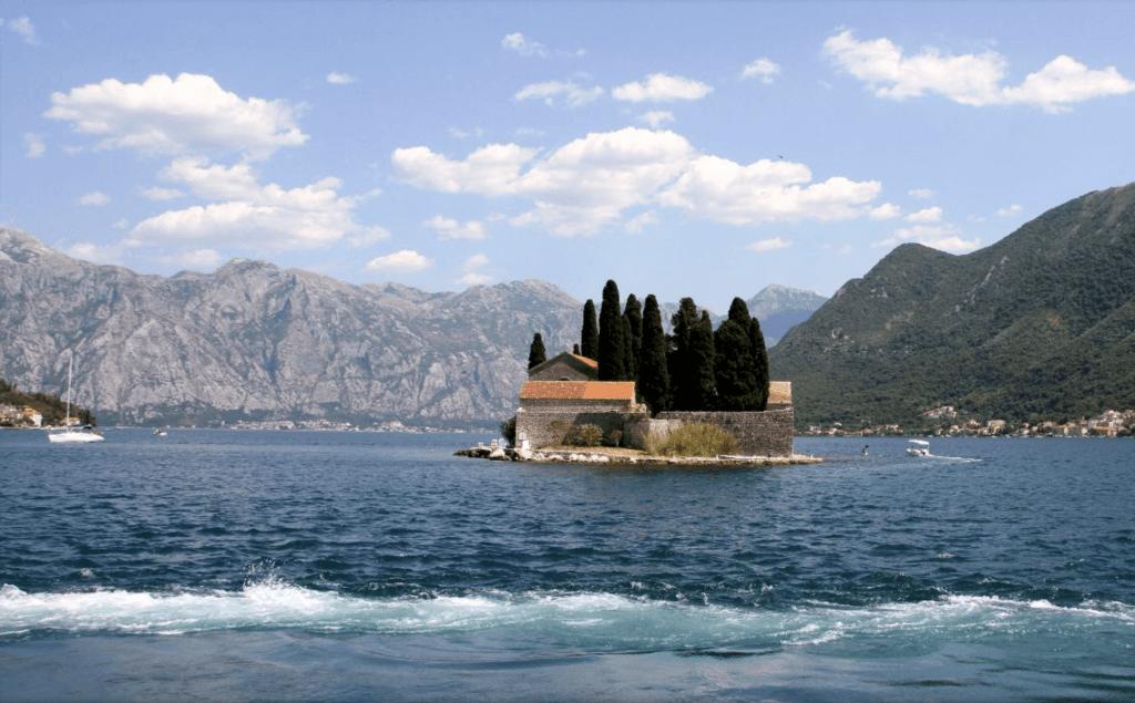 Остров Госпа-од-Шкрпьела Черногория
