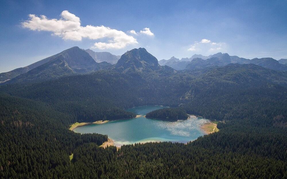 Черное озеро вид сверху