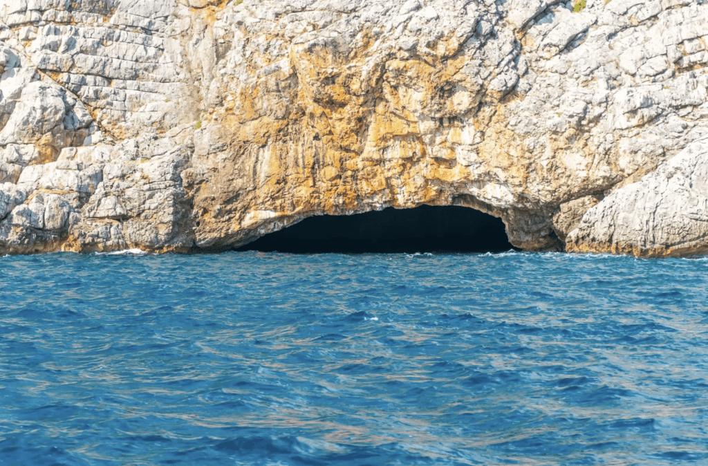 Голубая пещера достопримечательность черногории