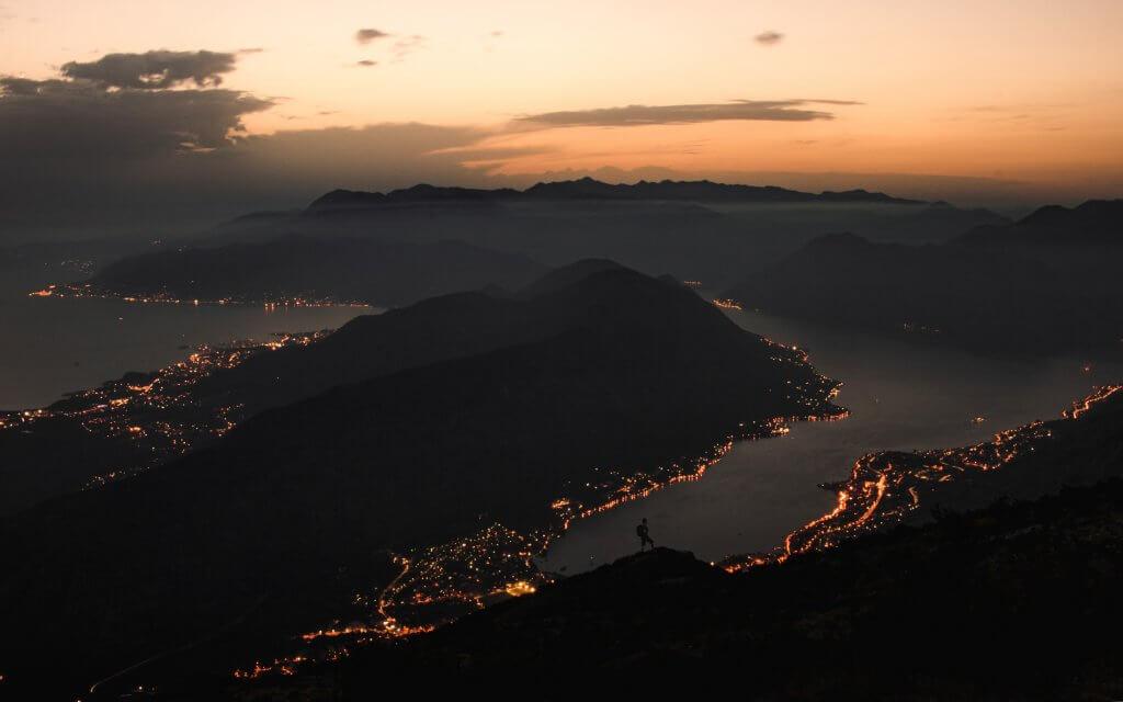 вечернее Монтенегро вид сверху