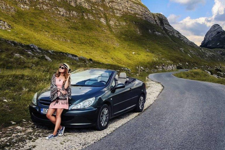 «Было лето, поэтому мы взяли кабриолет»: опыт аренды авто в Черногории фотографа Марии Крючковой