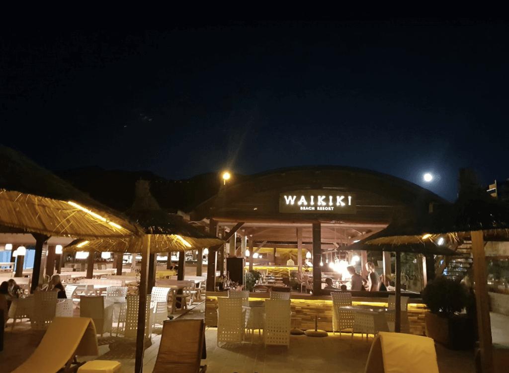 Инфраструктура пляжа Вайкики рестораны
