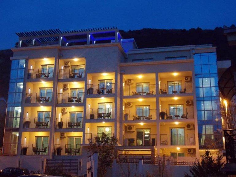 Отель Гранд Палаззо в Будве