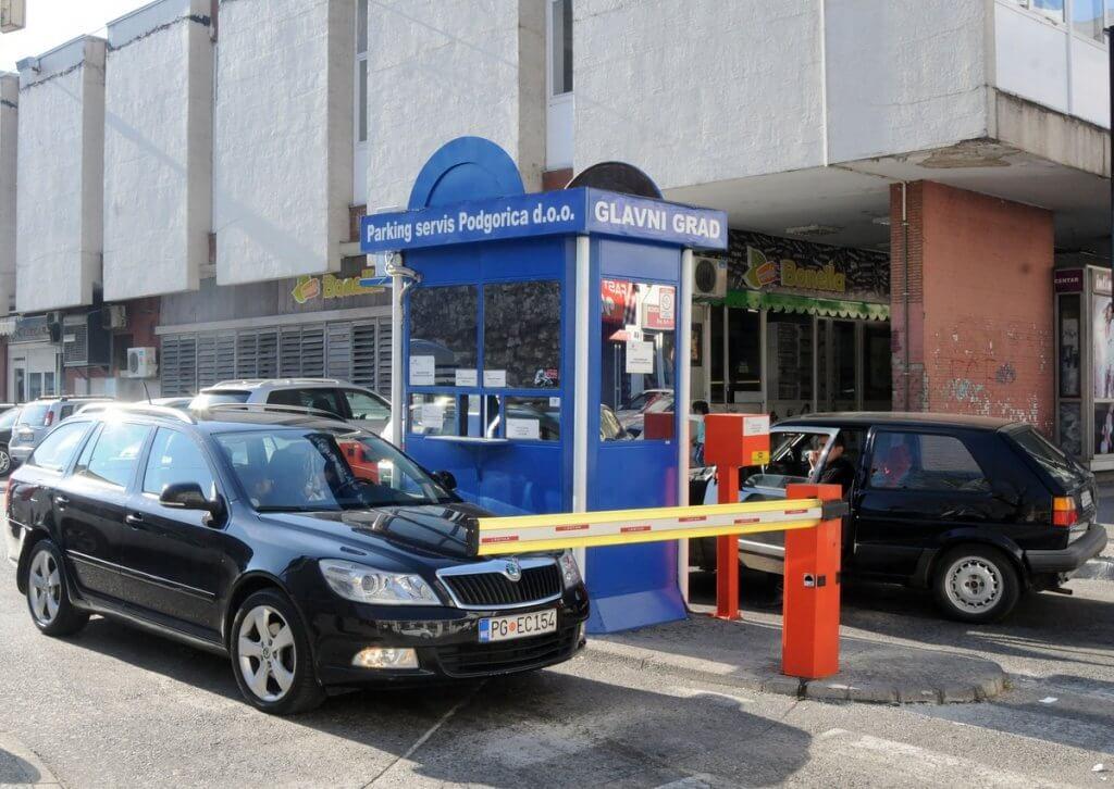 парковки со шлагбаумом в Черногории